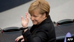 Бундестагтағы дауыс беру нәтижесі жарияланып, Германия канцлері болып қайта сайланған Ангела Меркель депутаттар алдында. Берлин, 17 желтоқсан 2013 жыл.