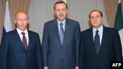 Түрк өкмөт башчысы Режеп Тайып Эрдоган өлкөнүн энерги борборго айлануу мүдөөсүнө байланышкан долбоорлорду өткөн айда орус өкмөт башчысыв Владимир Путин жана Италиянын премьер- министри Сильвио Берлускони менен талкуулаган.