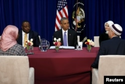 Barak Obama baltimorlik musulmonlar bilan davra suhbatida