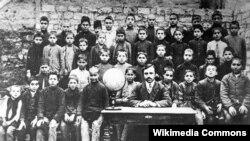Üzeyir Hacıbəyov Bakının Bibi-Heybət kəndində müəllim işləyərkən, 1911-ci il.