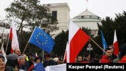 Дії нинішньої влади Польщі вже не раз викликали протести громадян, архівне фото