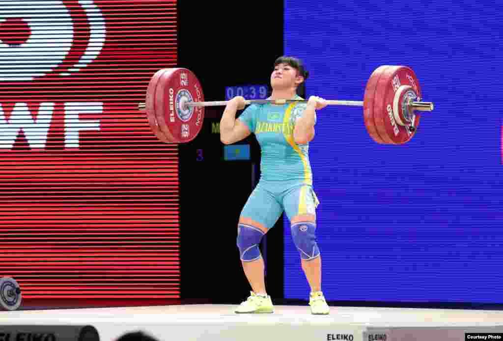 Майя Манеза, еще одна чемпионка лондонской Олимпиады, в Хьюстоне заняла девятое место.Фотопредоставлено пресс-службой Федерации тяжелой атлетики Казахстана.