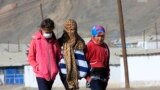Тажикстан менен Кыргызстанды бөлүп турган Кызыл-Арт ашуусунан кийин кыргыздар жашаган Мургаб башталат.