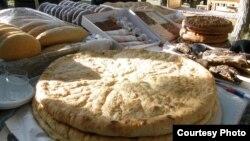 У осетин есть суеверие – пироги и мясо птицы нельзя резать ножом, этими блюдами нельзя угощать посторонних, запрещается делиться ими с домашними животными