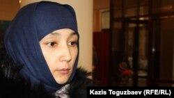 Шынара Бисенбаева, подавшая иск против КНБ, который считает виновным в гибели ее сына Ислама. Алматы, 27 января 2014 года.