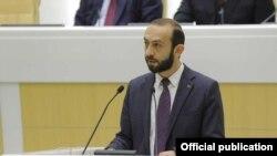 Спикер парламента Армении Арарат Мирзоян выступает на пленарном заседании Совета Федерации Федерального собрания РФ, Москва, 27 февракля 2019 г.