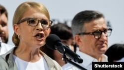 """Юля Тимошенко выступает на партийном съезде """"Батькивщины"""" в Киеве, 10 июля 2019 года."""