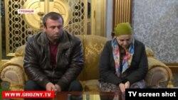 Социальный работник Айшат Инаева вместе с супругом в эфире государственного телеканала в программе с главой Чечни Рамзаном Кадыровым.