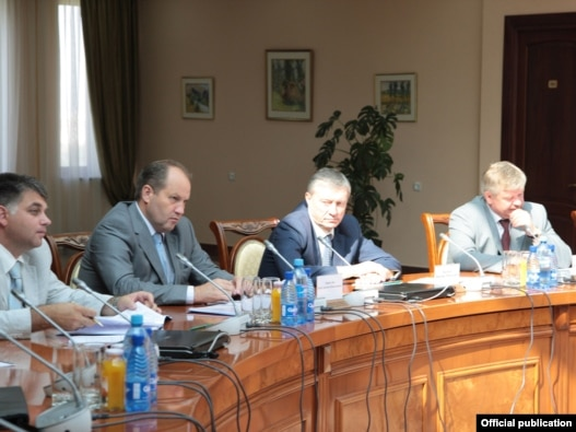 Armenia -- High-ranking Russian defense officials hold  talks in Yerevan, 20July 2010.
