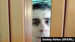 Руслан Гаджиев в зале Артемовского суда, апрель 2016 года