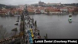 На Карловому мості у Празі згадували про Україну, яка виборює свою свободу сьогодні