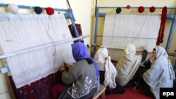 Afghanistan -- Women prisoners work at a carpet loom, inside Herat Prison in Herat, 29Jan2010