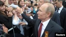 Мәскеу Қырымды өзіне қосып алған соң Ресей президенті Владимир Путиннің Севастопольге келуі. 9 мамыр 2014 жыл.