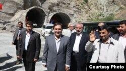 بازدید محمود احمدینژاد از سایت آزادراه تهران شمال