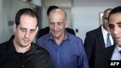 Егуд Ольмерт (ц) у суді Тель-Авіва, 31 березня 2014 року