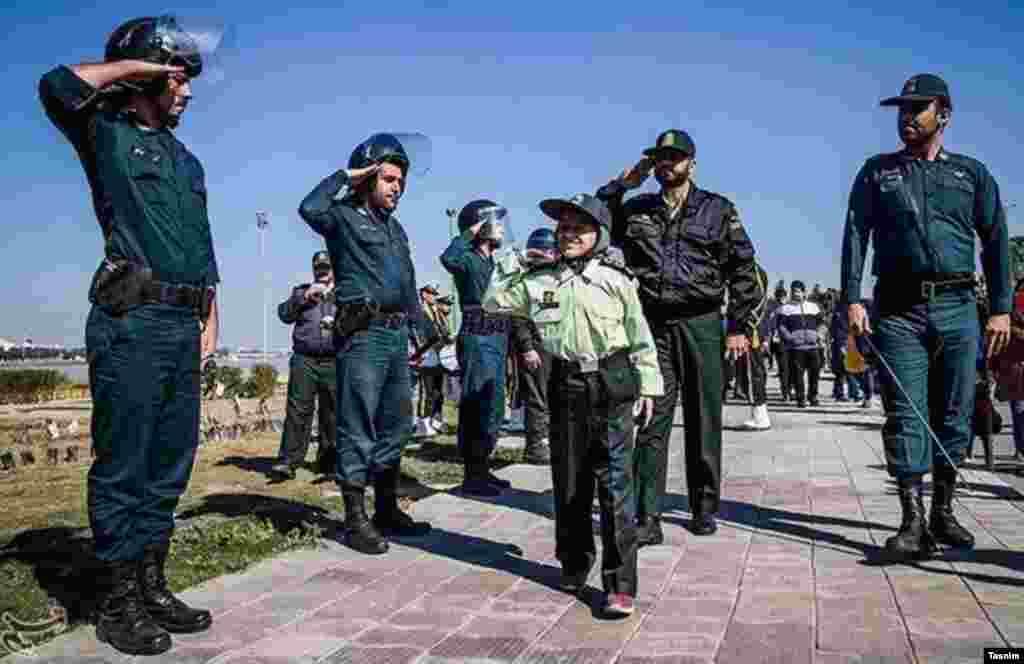 یککودک ۱۲ساله مبتلا به سرطان که آرزو داشت پلیس شود،به همت نیروی انتظامی اهواز و یک انجمن خیریه، برای یک روز به آرزویش رسید.