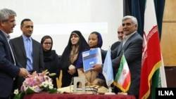وزیران آموزشوپرورش و علوم همراه با معاون رییسجمهور ایران در امور زنان و خانواده هنگام مراسم آغاز اجرای سند ۲۰۳۰ یونسکو.