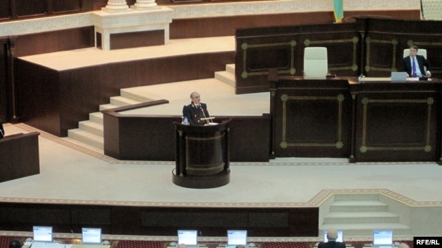Prosecutor-General Zakir Qaralov addresses the parliament.