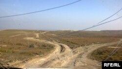 Mehdiabad qəsəbəsinə gedən yol (arxiv fotosu)