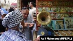 تسجيلات لأغنيات عراقية تباع على الأرصفة والطرقات