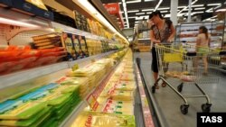 В супермаркете в Москве. 7 августа 2014 года.