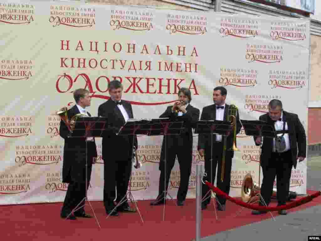 Святковий оркестр - кіностудія Довженка