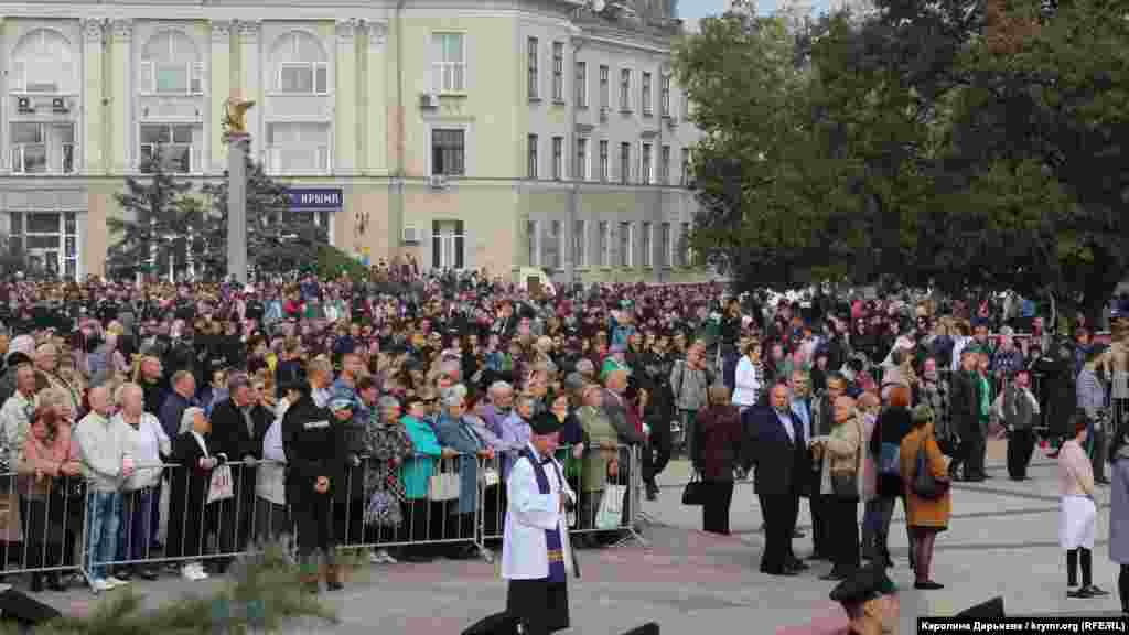 19 октября на центральной площади в Керчи состоялась церемония прощания с погибшими