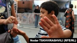 Согласно данным UNICEF, около 77 тысяч детей в Грузии живут крайне неблагополучно – на них тратится в день чуть больше 1 доллара