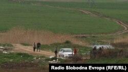 Полицијата врши увид на местото каде што беа убиени пет момчиња во близина на Смилковското Езеро кај Скопје. 13.04.2012