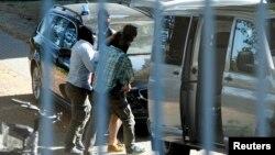 Գերմանիա - Ոստիկանները ուղեկցում են սիրիացի կասկածյալներից մեկին, Կարլսրուե, 13-ը սեպտեմբերի, 2016թ․