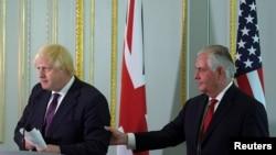 Sekretari i Jashtëm britanik, Boris Johnson, dhe Sekretari amerikan i Shtetit, Rex Tillerson. Londër, 26 maj 2017.