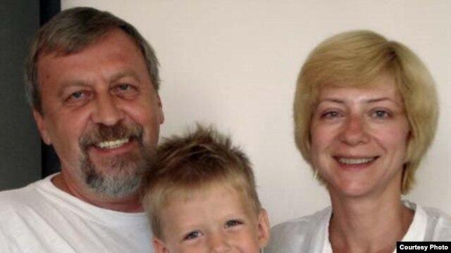 Iryna Khalip (right) with jailed husband Andrey Sannikau and their son Daniil.
