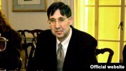 Джон Гербст, 11 квітня 2005 року