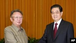 China -- President Hu Jintao (R) meets with North Korean leader Kim Jong Il in Beijing, 25May2011