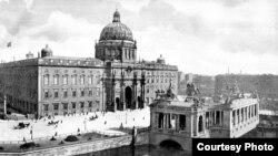 Городской Замок и памятник императору Вильгельму. 1900 год