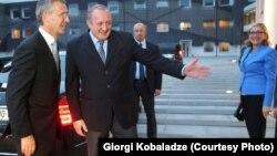 Генеральный секретарь НАТО Йенс Столтенберг прибыл в Тбилиси