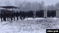Похороны Абдуллаха Анзорова в селе Шалажи. Скриншот видео телеграм-канала 1Adat.