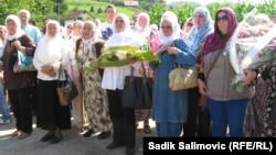 Боснийские вдовы - в Кравице, 13 июля 2013 г.