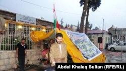 أحد أهالي دهوك يتبرع لضحايا الهزة الأرضية في تركيا