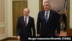 Владимир Путин и Дмитрий Рогозин в Кремле в декабре 2017