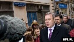 Около подъезда ЦИК Касьянов ответил на вопросы журналистов и рассказал и рассказал о проделанной в последнее время работе