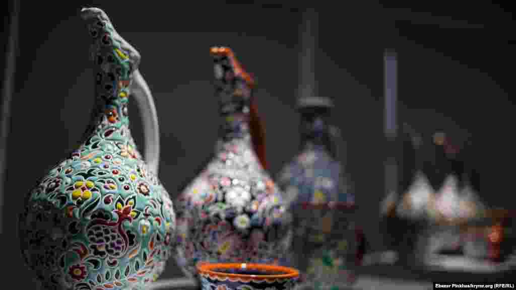 Керамічні глечики вимагають великої майстерності у виготовленні через свою особливу форму
