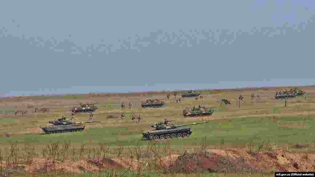 У навчаннях взяли участь 500 військових і 200 одиниць бойової техніки