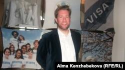 Атташе по вопросам прессы, культуры и образования Генерального консульства США Тристрам Перри. Алматы, 5 апреля 2014 года.