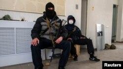 Озброєні проросійські активісти в Луганську, 7 квітня 2014 року