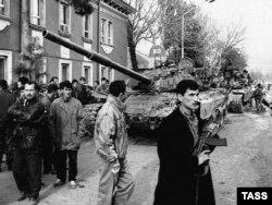 Махмұд Құдайбердиев жауынгерлерінің Турсунзаде қаласында жүрген кезі. Душанбе төңірегі, 9 қаңтар 1997 жыл.