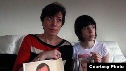 Сястра Андрэя Саньнікава Ірына Багданава з дачкой Натальлі Каляды Данай