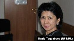 Эксперт-филолог Кадыркуль Есильбаева, приглашенная в суд по делу активистов Серикжана Мамбеталина и Ермека Нарымбаева. Алматы, 11 января 2016 года.