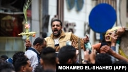 دها شهروند قبطی مصر در سالهای اخیر هدف حملات مرگبار گروههای افراطی قرار گرفته و جان خود را از دست دادهاند