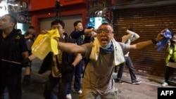 Участники манифестации в центре Гонконга